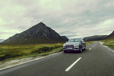 Audi | Q7 E-Tron